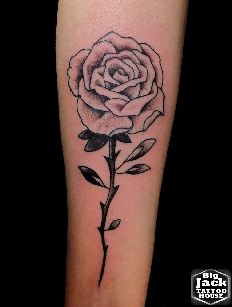 TattooMilano BigJackTattooHouse Rosa con stelo Black e Gray